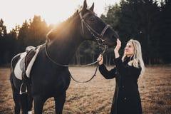 Menina com cavalo imagens de stock royalty free
