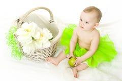 Menina com cesta Fotografia de Stock