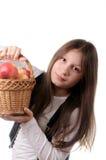 Menina com a cesta das maçãs Fotografia de Stock