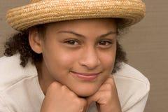 Menina com chapéu de palha Fotografia de Stock