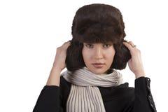 Menina com chapéu forrado a pele e com lenço fotografia de stock
