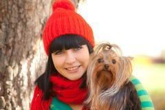 Menina com cão Foto de Stock Royalty Free