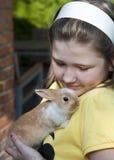 Menina com coelho Fotos de Stock