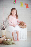 Menina com coelho e decorações de easter Imagens de Stock