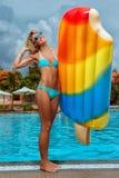 Menina com colchão inflável fotos de stock royalty free