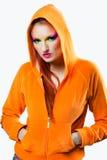 A menina com colorido compo e revestimento alaranjado Imagens de Stock Royalty Free