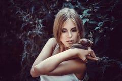 Menina com composição e caracóis da forma Imagem de Stock
