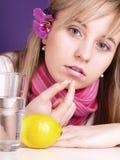 Menina com comprimido Fotografia de Stock Royalty Free