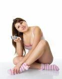 Menina com controlo a distância na tevê na roupa Imagens de Stock Royalty Free