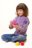 A menina com cubos Fotografia de Stock Royalty Free