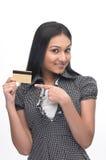 Menina com de cartão de crédito Fotos de Stock