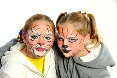 Menina com desenhar pelo tigre da máscara Fotografia de Stock Royalty Free