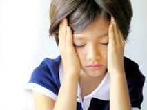 Menina com dor de cabeça Fotografia de Stock Royalty Free