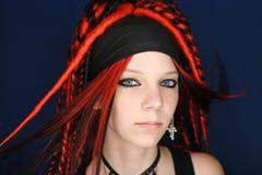 Menina com dreadlocks vermelhos fotografia de stock royalty free