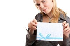 Menina com envelope fotografia de stock royalty free