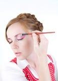 Menina com escovas dos cosméticos Foto de Stock