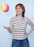 Menina com esfera Foto de Stock Royalty Free