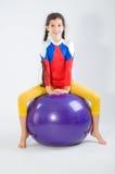 Menina com esfera da ginástica Imagens de Stock Royalty Free
