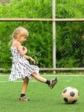 Menina com esfera de futebol Fotos de Stock
