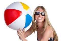 Menina com esfera de praia foto de stock