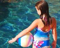 Menina com a esfera pela associação Fotografia de Stock Royalty Free