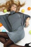 Menina com esferas coloridas Fotografia de Stock Royalty Free