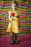 Menina com flor e carregadores Fotografia de Stock Royalty Free