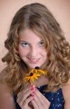 Menina com flor, retrato Fotos de Stock Royalty Free