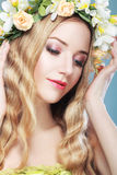 Menina com flores Imagem de Stock