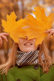 Menina com folhas de outono Foto de Stock Royalty Free