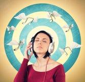 Menina com fones de ouvido Imagem de Stock Royalty Free