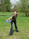 Menina com frisbee fotografia de stock