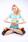 A menina com fruta Fotos de Stock Royalty Free