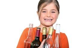 Menina com garrafas vazias imagens de stock royalty free