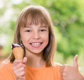 Menina com gelado Imagem de Stock