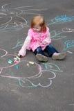 Menina com giz no asfalto Imagens de Stock Royalty Free