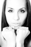 Menina com grânulo da pérola Imagens de Stock Royalty Free