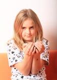Menina com grãos de café Foto de Stock