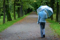 Menina com guarda-chuva Imagens de Stock Royalty Free
