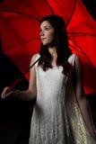 Menina com guarda-chuva vermelho Fotos de Stock