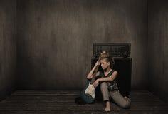 Menina com guitarra fotografia de stock