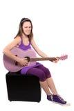 Menina com guitarra roxa imagens de stock