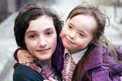 Menina com irmã imagens de stock