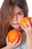 Menina com laranjas fotos de stock
