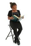 Menina com leitura dos vidros Fotografia de Stock Royalty Free