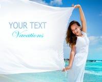 Menina com lenço branco. Texto Fotografia de Stock