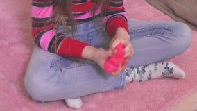 Menina com limo no lazer vídeos de arquivo