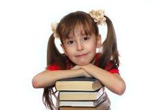 A menina com livro Fotos de Stock Royalty Free