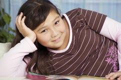 Menina com livro. Imagens de Stock