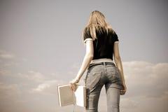 Menina com livro Imagem de Stock Royalty Free